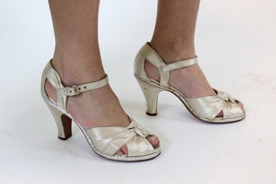 1940s satin wedding shoes size 6 us | vintage kno… - image 4