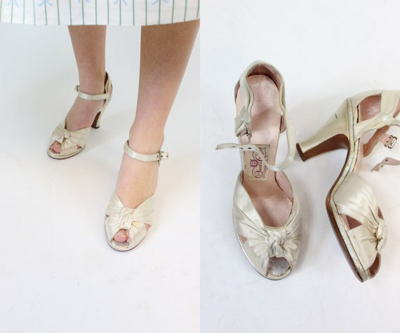 1940s satin wedding shoes size 6 us | vintage kno… - image 1