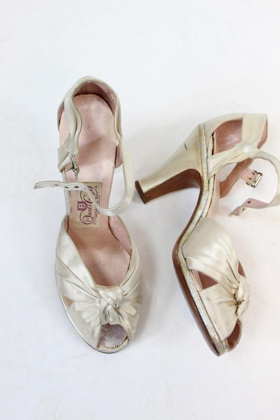 1940s satin wedding shoes size 6 us | vintage kno… - image 6