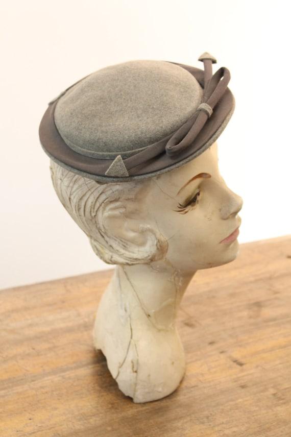 1940s tilt hat   arrow fascinator   I. Magnin - image 2