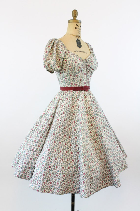 1950s rose print quilted dress   vintage sweethea… - image 4
