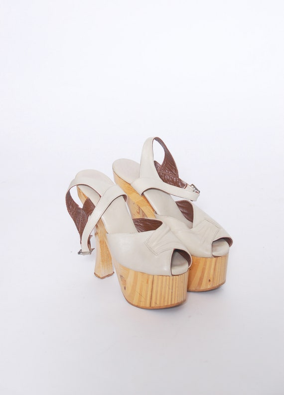 Vintage 70s wooden platform sandals / 1970s leathe