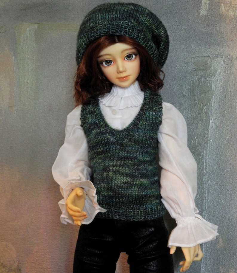 SD BJD sweater vest and beret Lucky image 0