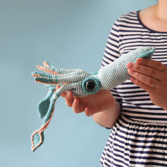 Make a young Kraken, free crochet pattern (Giant Squid)   Crochet ...   570x570