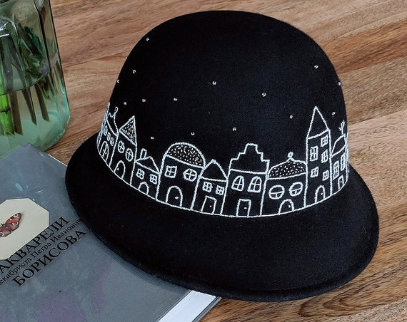 Hand Embroidered wool black Hat Night in the city. Unique hand embroidered Hat by MakikoArt.