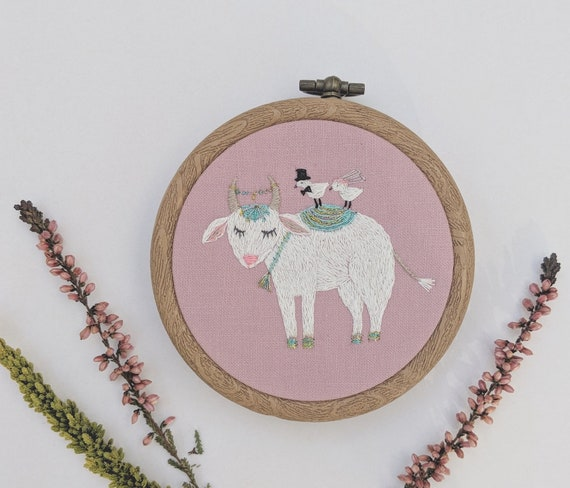 Wedding bull embroidery. Hand embroidery hoop wall art with wedding bull and birds in love. Wedding Gift. Embroidery wall hanging.
