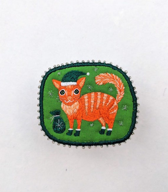 Christmas brooch with tiger cat. Hand embroidered textile cat jewelry. Brooch with cat. Christmas Cat brooch. Pin with cat.