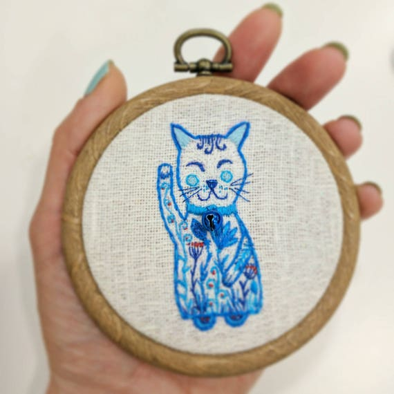 Lucky cat embroidery. Hand embroidery hoop wall art - White Maneki neko with blue flowers. Cat wall art. Embroidery wall hanging.