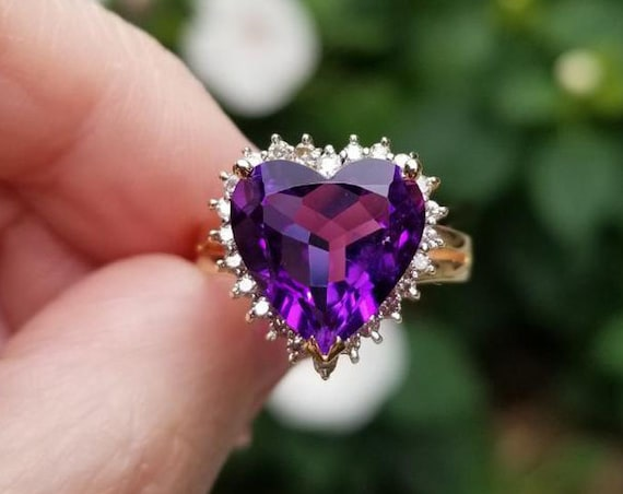 Modern estate 14k gold 4.50 carat heart shaped Siberian amethyst .24 carat diamond halo cocktail ring, size 8