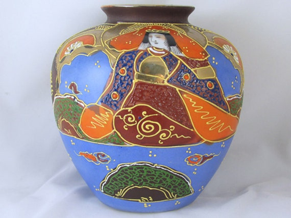 Vintage hand painted Japanese Satsuma earred urn vase ceramic / pottery / Asian / Oriental / Japan / moriage