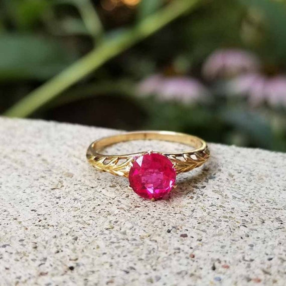 Vintage Art Deco 10k gold synthetic lab created flame fusion ruby solitaire ring, size 6-1/2, open chaff of wheat shoulders