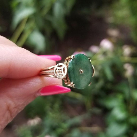 Modern estate 14k gold olive green nephrite jade good luck, good fortune statement ring, size 7