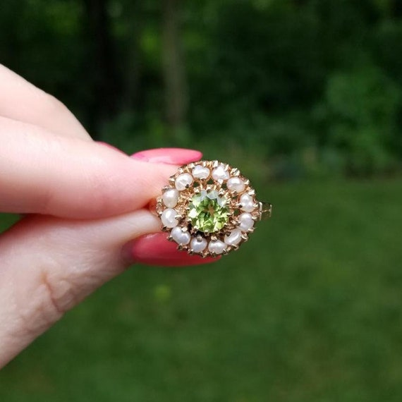 Vintage mid century estate 14k gold 1.10 carat green peridot and fresh water pearl cluster statement halo ring, size 8