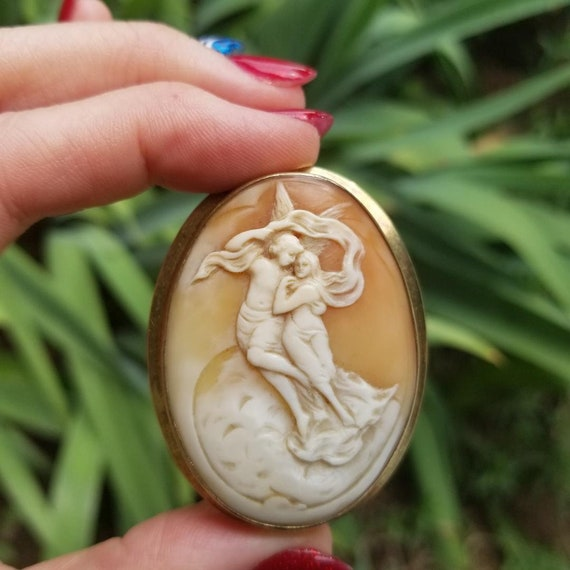 Antique Edwardian 14k gold hand carved shell cameo Eros and Psyche angels lovers in the clouds brooch pin pendant