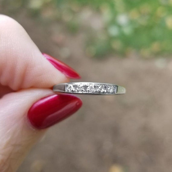 Vintage Art Deco 18k white gold five stone diamond wedding band ring, size 7