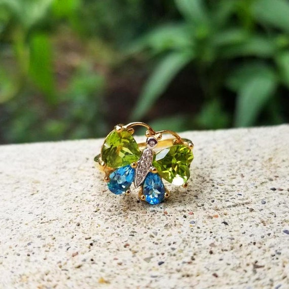 Modern estate 10k gold heart shape green peridot pear shape blue topaz and diamond butterfly statement cocktail ring, size 7