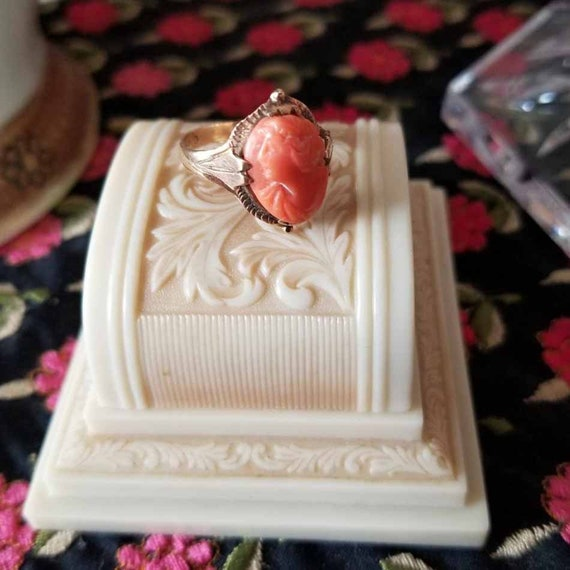 Antique Victorian 10k rose gold coral left facing cameo ring, size 6-3/4