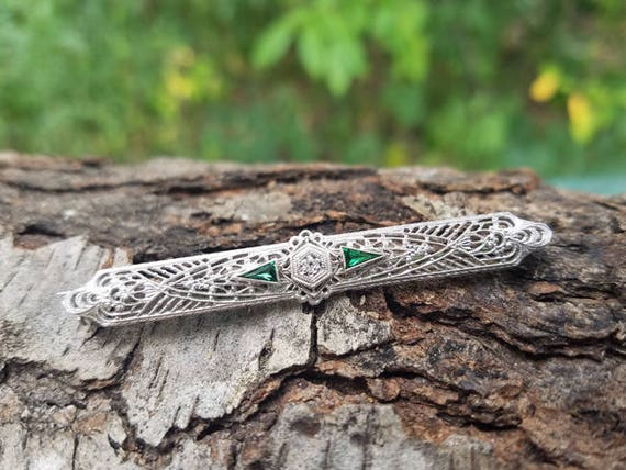 Vintage Art Deco 14K white gold filigree green emerald and diamond elongated bar pin brooch signed Esemco Shiman