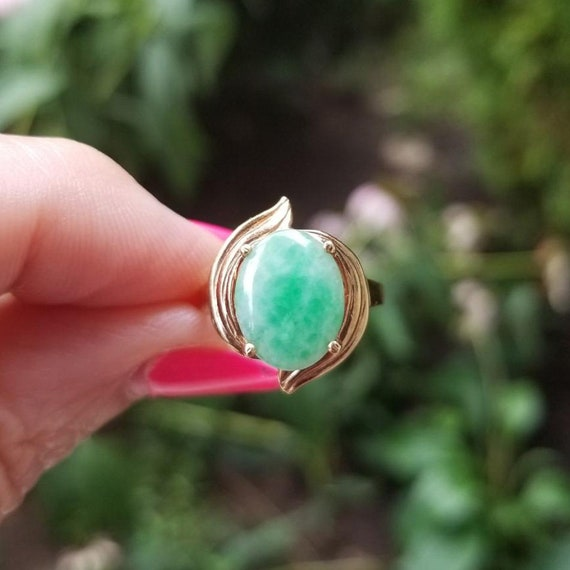 Modern estate 14k gold green jadeite jade statement ring, size 6-3/4, cocktail ring