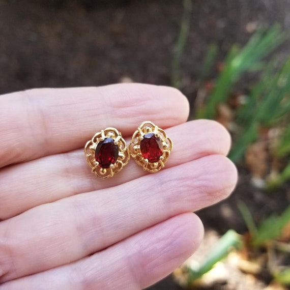 Modern estate 14k gold pierced garnet solitaire earrings