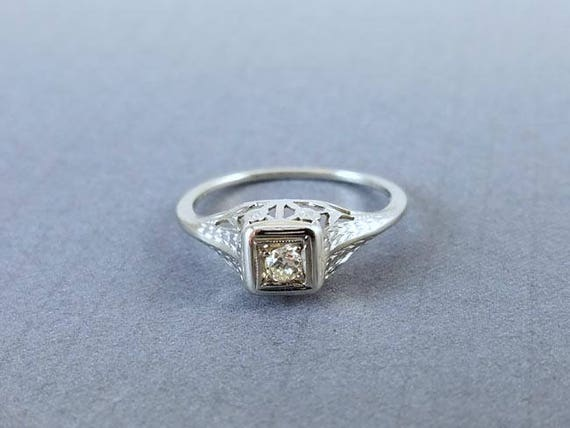Vintage Art Deco filigree 18k white gold .06 ct diamond engagement solitaire ring size 6