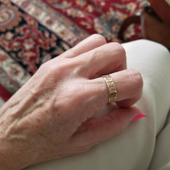 Antique mid Victorian 10k rose gold hand carved ornate band ring, size 7.5, signed early JR Wood, pink gold, 1850 to 1880, XXX, cigar band