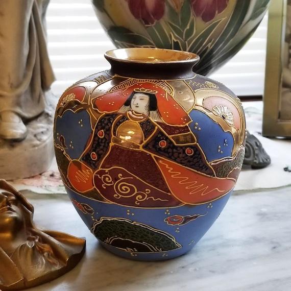 Vintage hand painted Japanese Satsuma earred urn vase ceramic, pottery, Asian, Oriental, Japan, moriage