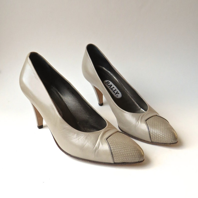 6b56597f62706 80s vintage Bally Taupe Leather Pumps with Embossed Snakeskin