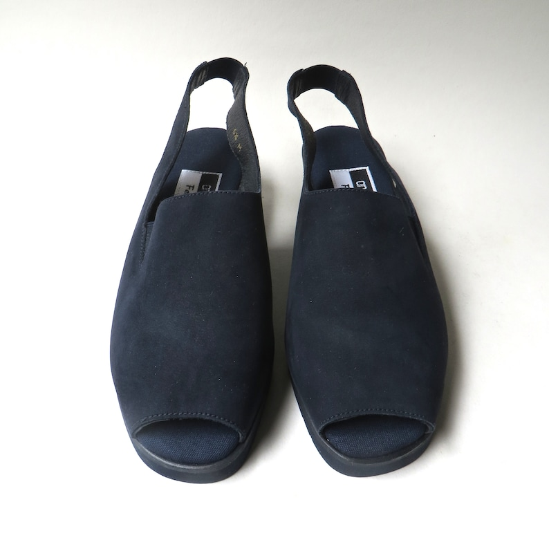 Andr\u00e9 Assous vintage Midnight Blue Fine Suede Peep Toe Slingback Sandals NOS  Made in Spain