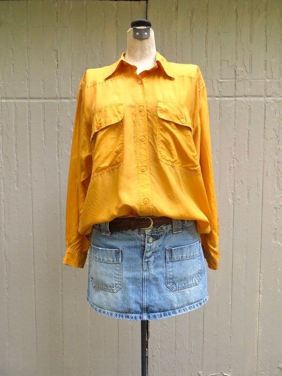 80s/90s vintage Vibrant Marigold Yellow Button Dow