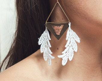 Lace earrings - CREDO - White lace with bronze, brass & rosegold chain
