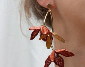 Asymmetrical lace earrings -TIARÉ EARRINGS- Dainty statement earring Long dangling floral flower botanical mismatched gardenia chunky bridal