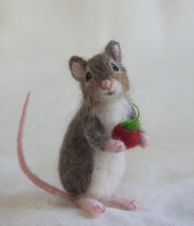 Needle Felted Mouse Poseable Realistic Life Sized image 0