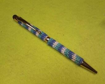 Stylo stylet crocheter bleu  vert et blanc