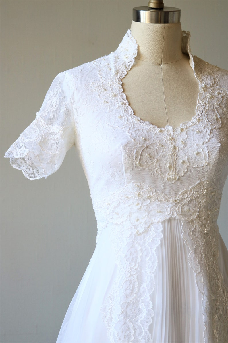 fa674cec8 Vintage Wedding Dress 1970s Short Sleeve Open Back   Etsy
