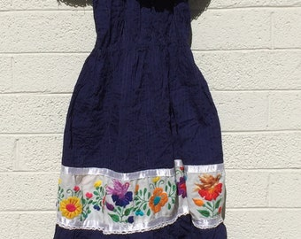 beautiful vintage mexican dress in navy blue cotton with embroidered birds. size small to medium so nice!