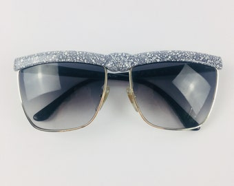55b155e95be Laura Biagiotti Italy Speckled Knot Sunglasses Big 1980s Gray Gold Tone  Vintage Vtg