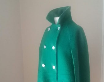 "1960s, 46"" across from arm to arm, vibrant green wool 3/4 long cape."