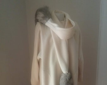 "1980s, 40"" bust, pure wool cream color coat with long raglan  sleeves"