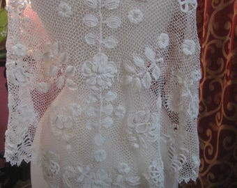 "1900, 34"" across shoulders, white hand made Irish lace capelet"