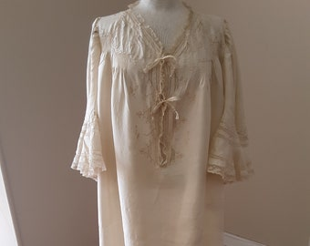 "1890s, 50"" chest, scrub silk night dress"