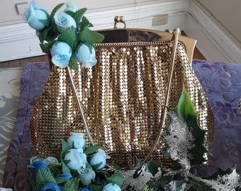 "1930s, 5""x7"", gold toned metal mesh evening purse"