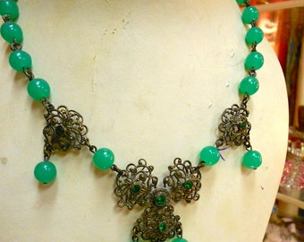 "1930's, 15"" long, apple green beaded chain necklace"