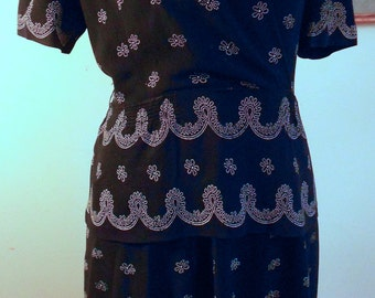 "1940's, 4"" bust, rayon crepe dress with navy blue background"