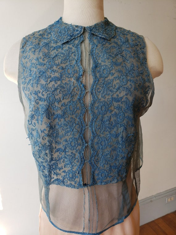 """1930s, 34"""" bust, blue net and lace sleeveless dick"""