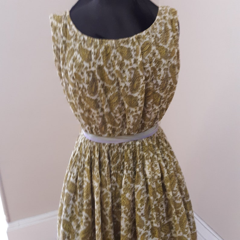 open neckline 1950s  38 bust sleeveless sun dress
