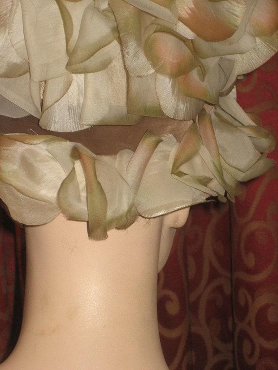 1960's flowered pillbox hat - image 3