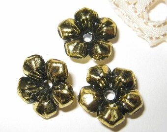 30 pcs 14mm - Vintage gold five petals flower beads (FL047-G)