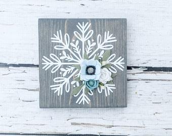 MINI snowflake sign with felt flowers