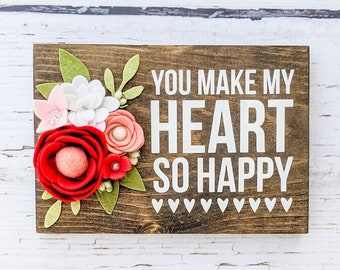 You make my heart so happy sign with felt flowers